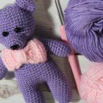 Crochet bear amigurumi with bow