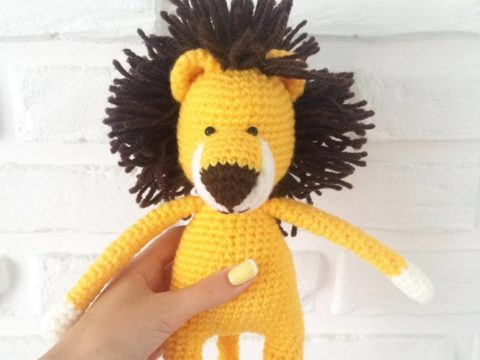 Crochet lion amigurumi