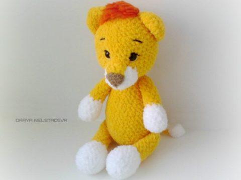 Crochet baby lion