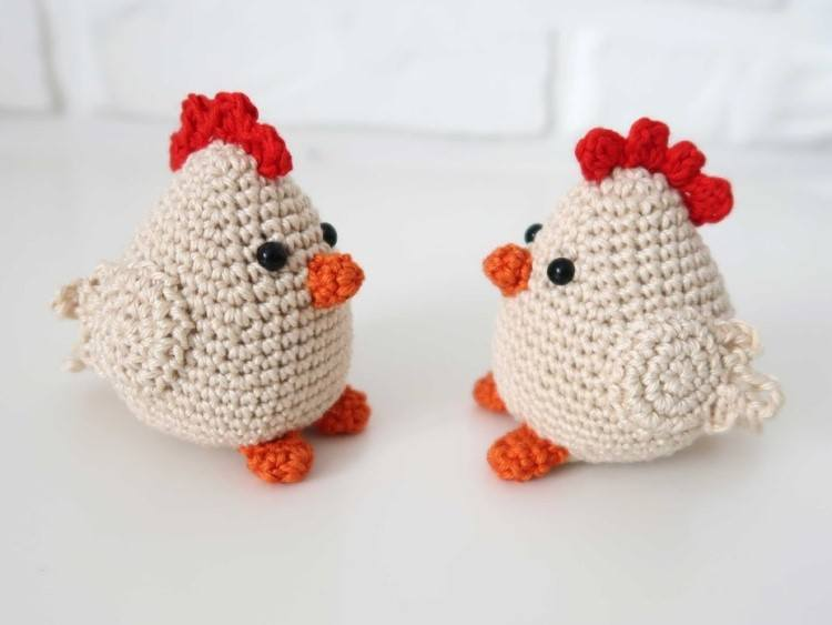 Crochet chicken amigurumi