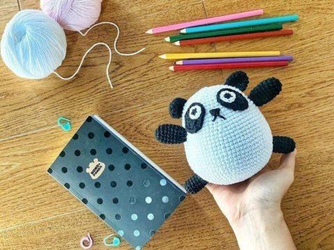 Crochet panda amigurumi