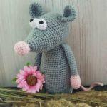 Crochet rat amigurumi
