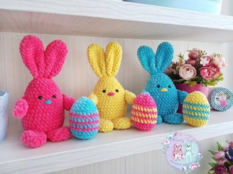 Crochet bunny with Easter egg