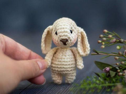 Mini bunny amigurumi