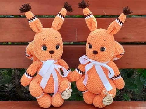 Crochet squirrel amigurumi