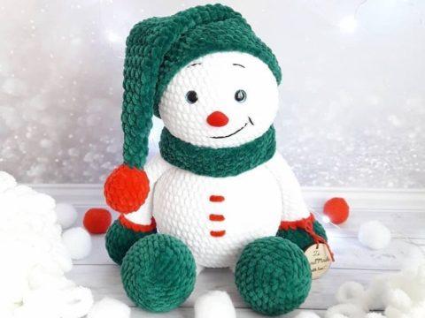 Crochet plush snowman amigurumi