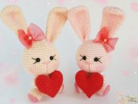 Crochet bunny with heart