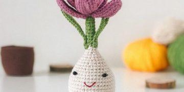 Crochet flower crocus