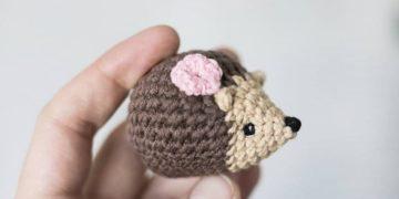 Mini hedgehog amigurumi